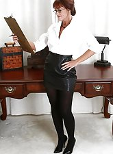 Mature secretary Shauna takes her clothes off but keeps her glasses on
