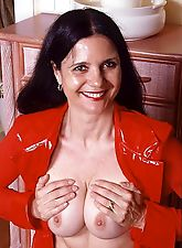 Granny in red loves spreading pussy for dildoes