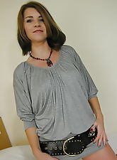 This mature honey loves showing her body