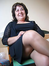 This big mature slut knows how to please herself