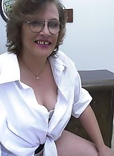 Horny granny fucks tennis racquet