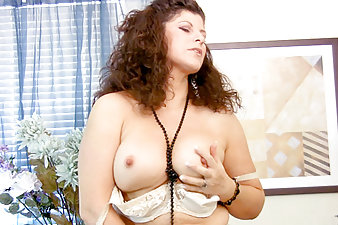 Thick Anilos milf Gilly uses her fingers to pleasure her pussy