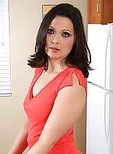 MILF with perky boobs and a nice round ass wows us from the kitchen